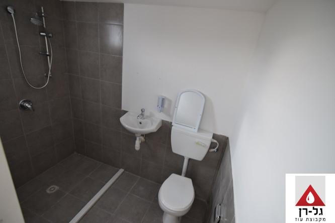 מכולת מגורים - חלל שירותים ומקלחת זוית ע
