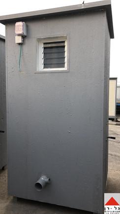מבנה שירותים בודד מפנל מבודד- חוץ המבנה.