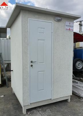 חוץ המבנה- מבנה שירותים בודד מפואר מפנל
