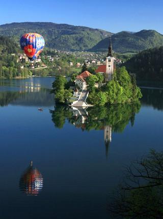 Balloon above Lake Bled