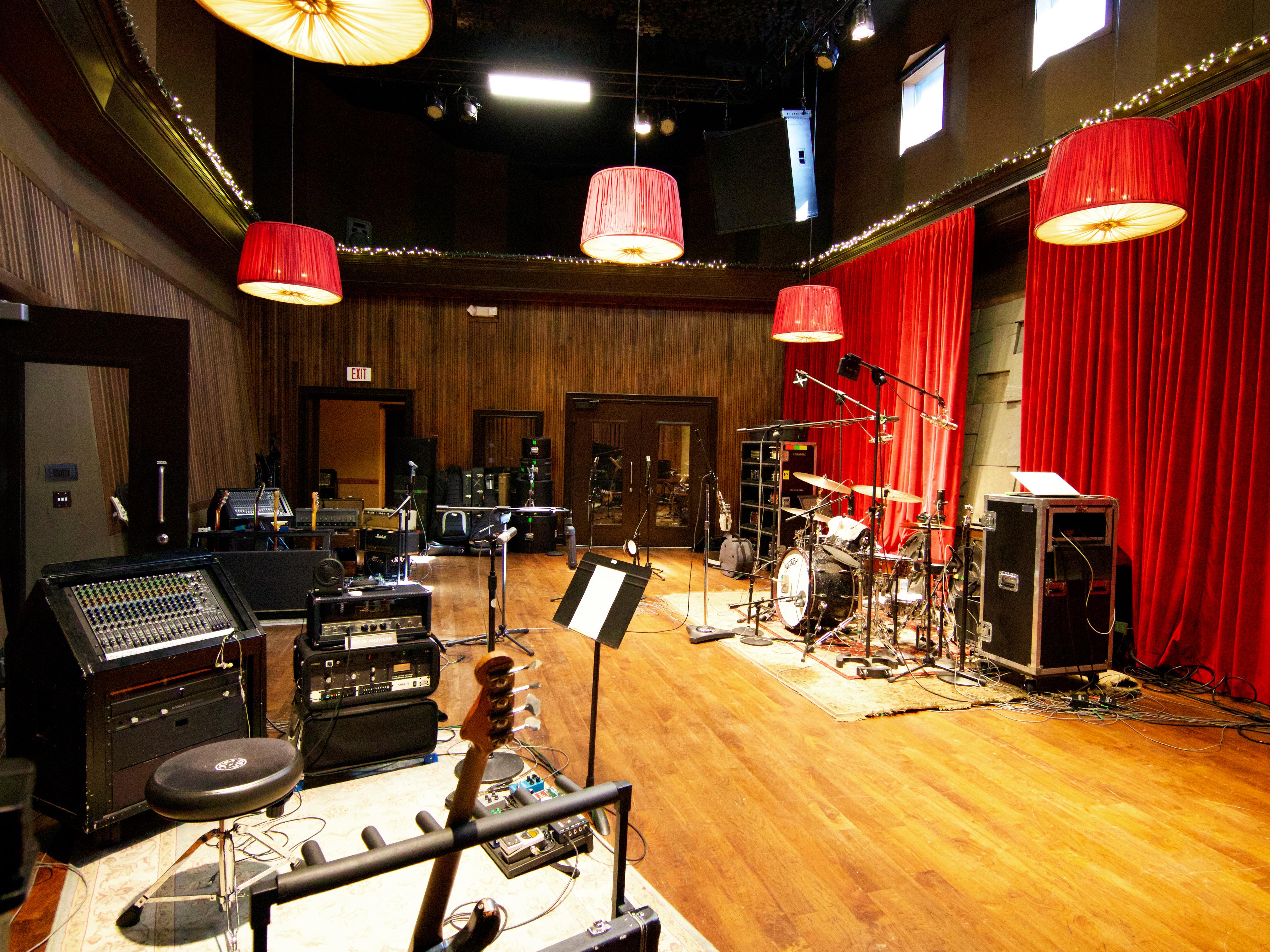 studio-d-live-room-opposite