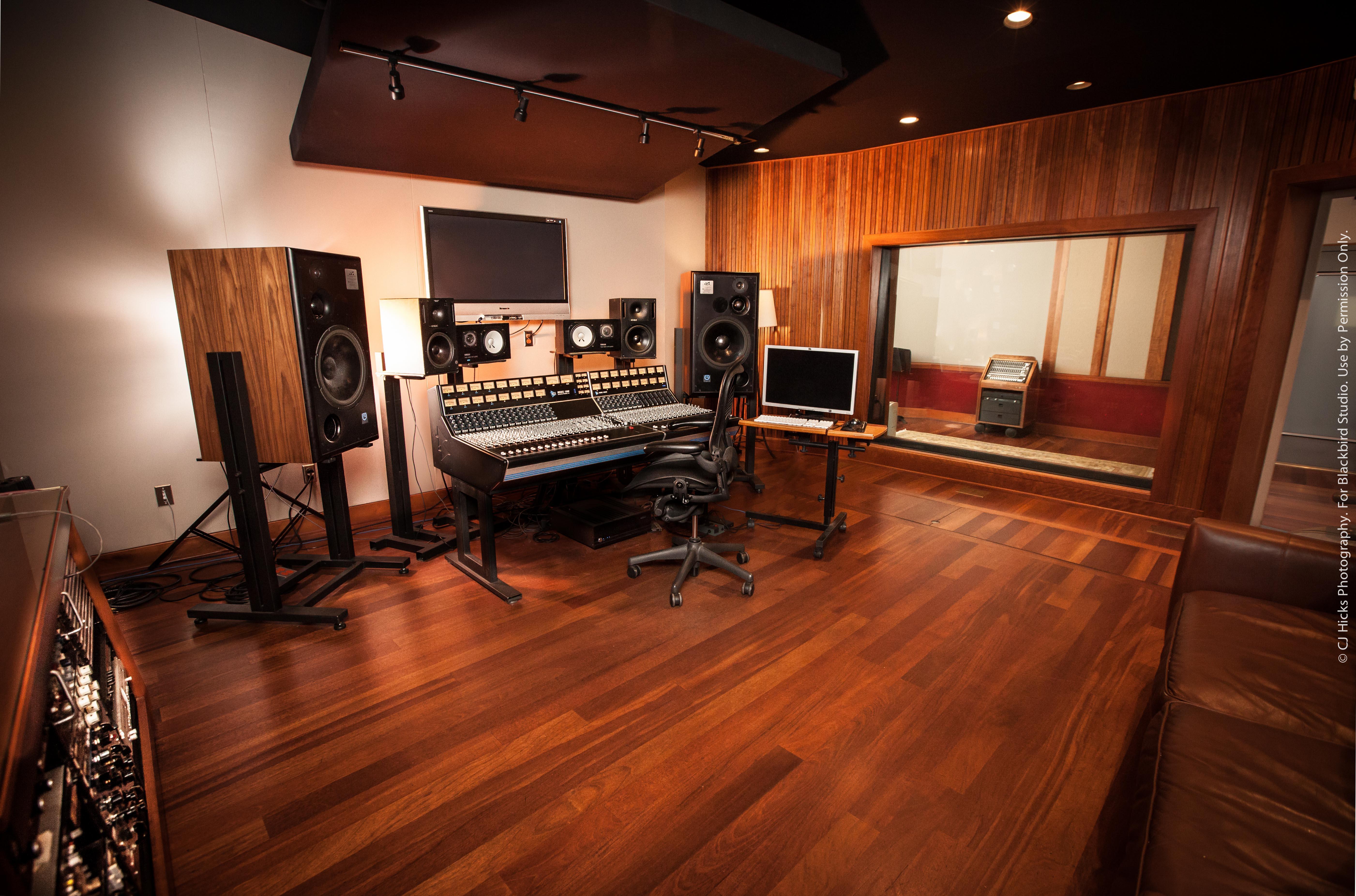 Studio E LoRes-5750