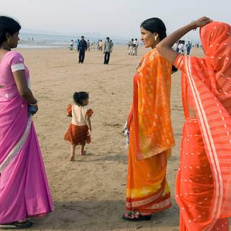 MUMBAY - Women at a beach