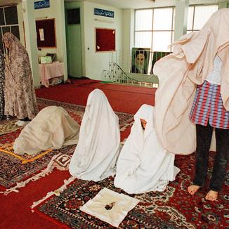 IRAN - Run-away girls