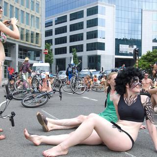 BRUSSELS - Cyclonudista protest