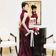 お色直しのマーメイドドレスは深紅のシルクジャガード。_オリエンタルな魅力が、花嫁