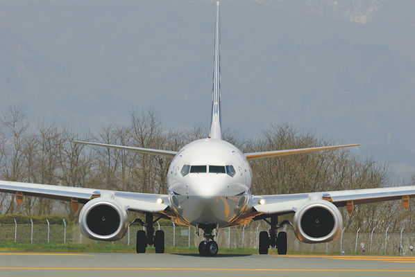 737 front on.jpeg