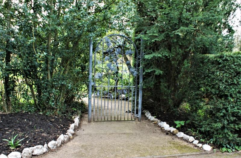 6. Christine's gate - Mar 2011