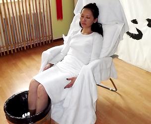 Kiu Caracani | Le terme chinois usuel désigne à la fois l'acupuncture et la moxibustion. L'Organisation Mondiale de la Santé a établi une liste des maladies curables par l'acupuncture.
