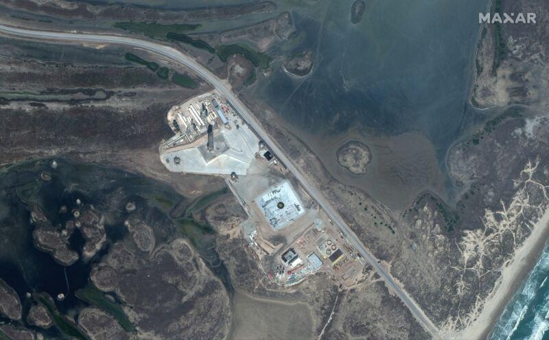 Hình ảnh quỹ đạo của bãi phóng Nam Texas của SpaceX, với SN10 trên bệ, vào đầu tháng Ba. Ảnh: Maxar Technologies