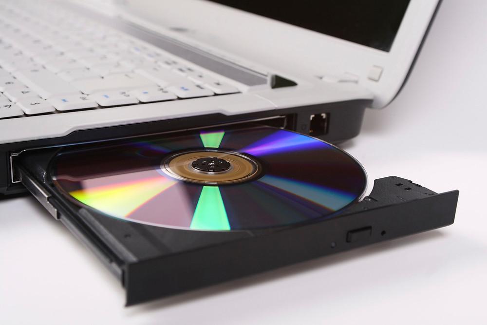 Laptop có ổ đĩa quang