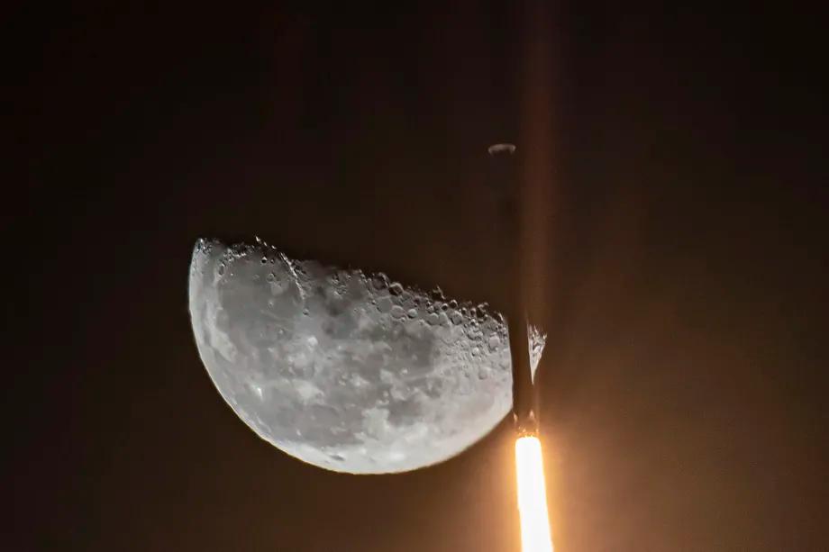 SpaceX phóng tên lửa Falcon 9 vào tháng 2 năm 2021. Ảnh: SpaceX