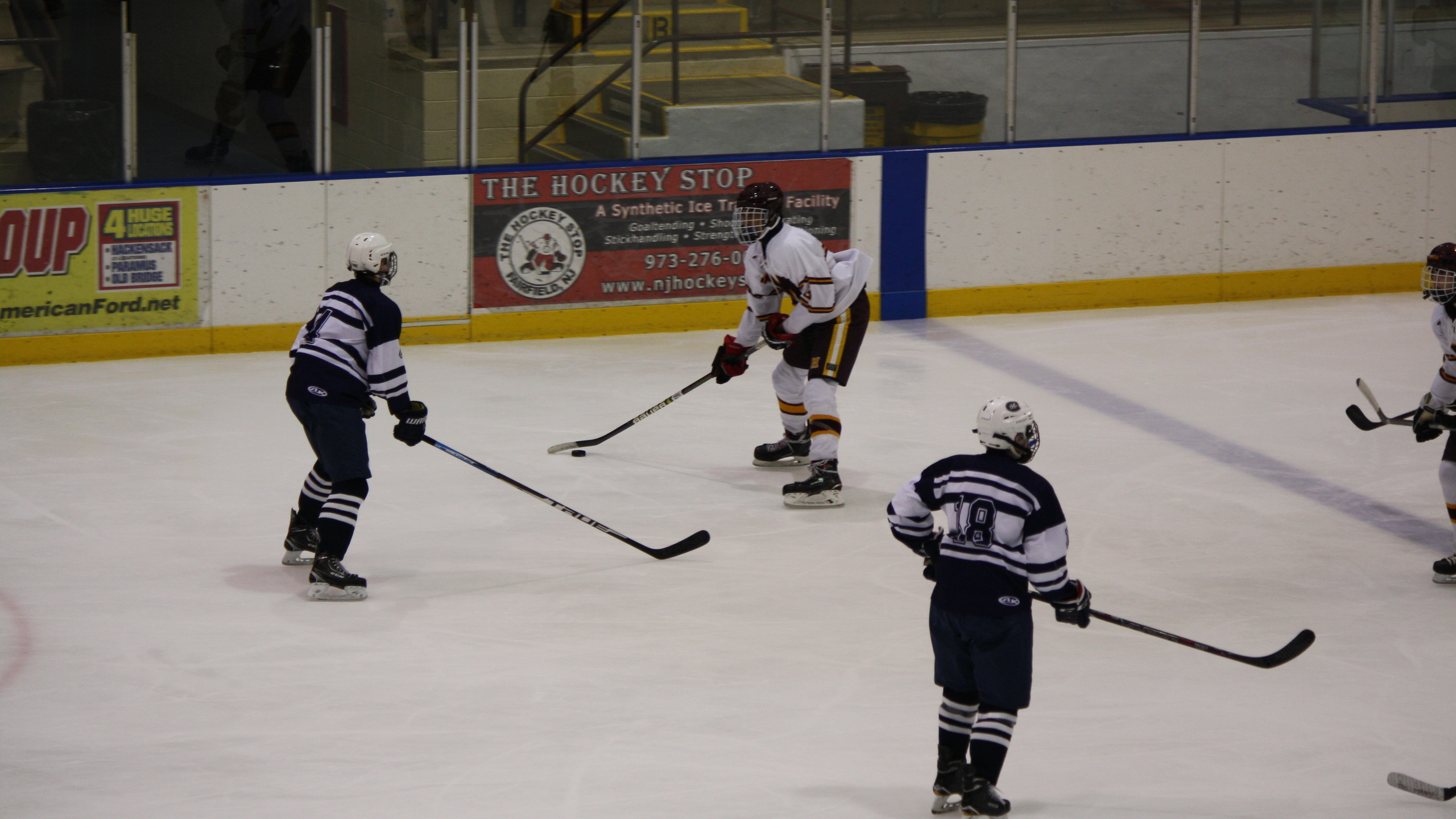 Madison battles Chatham. (Mike Gurnis | The Morris-Sussex Hockey Report)