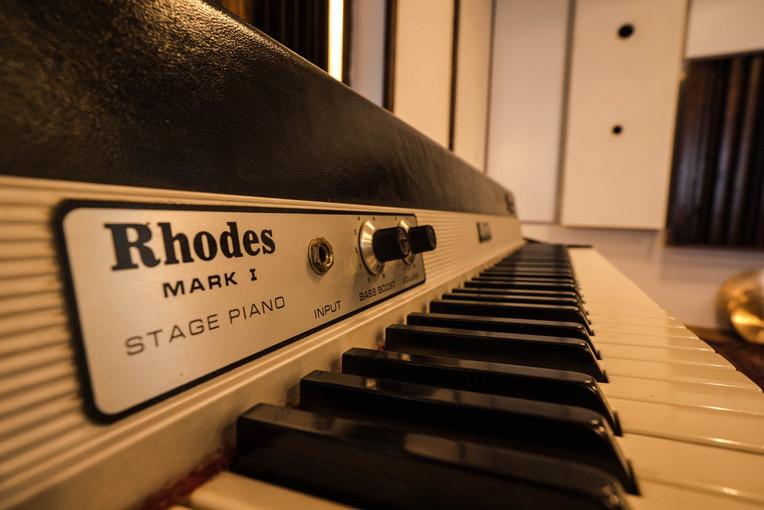 Tonfall Rhodes.jpg