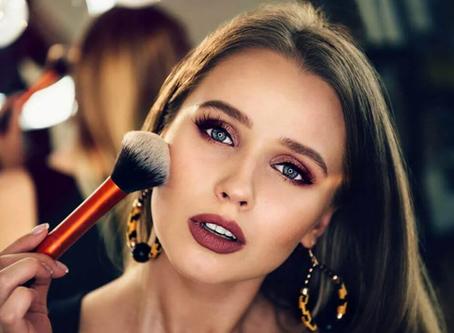 5 Itens de maquiagem que não podem faltar na sua bolsa