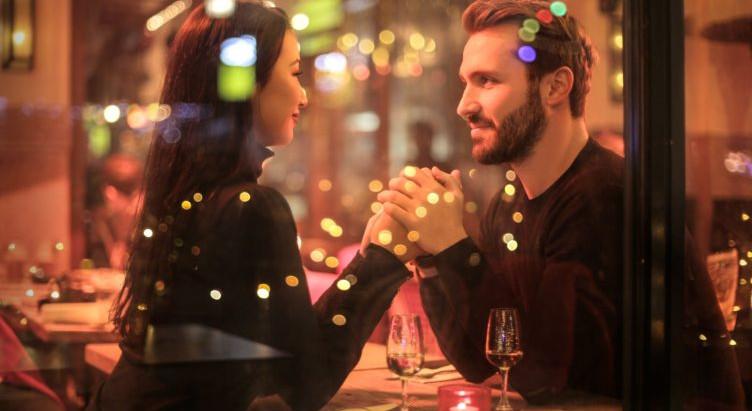 Faltou assunto? Aprenda como conduzir a conversa no primeiro encontro!