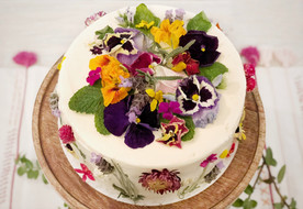 Vanilla Cake with Edible Flower Decor