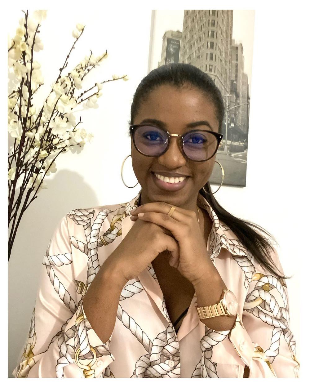 ornella tchuente influenceuse africaine camerounaire femme independate souriante noire