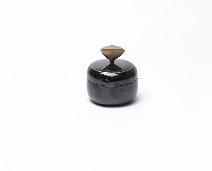Box round black penshell
