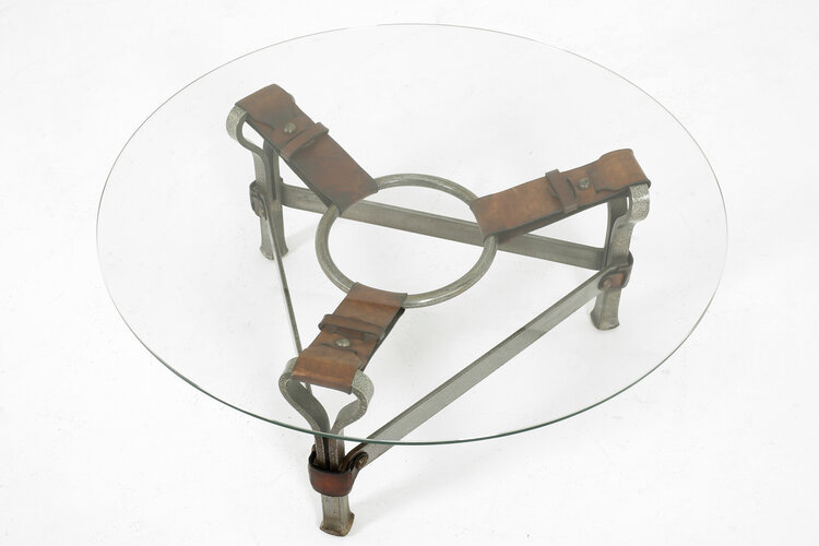 Coffee table in leather & iron