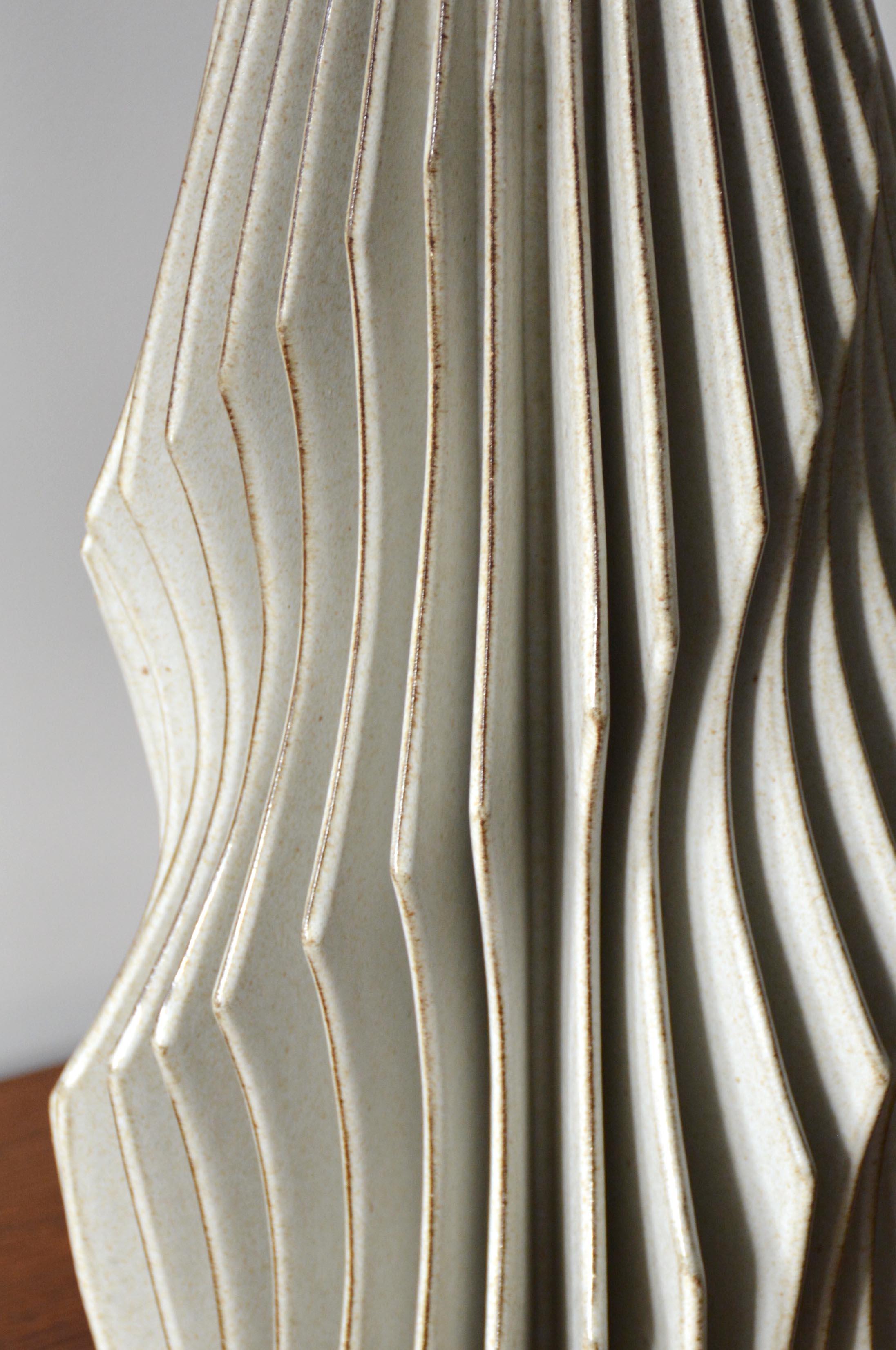 Scalloped Spiral Detail (0599)