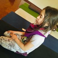 kids yoga with yiyang