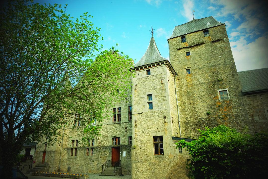 château_facade.jpg