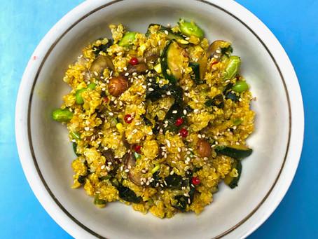 Quinoa au curcuma, légumes et kombu.