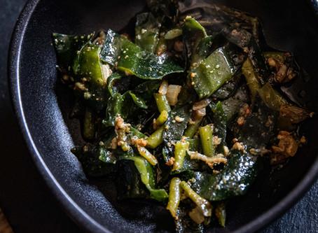 Stipes de kombu et de wakame au curry.