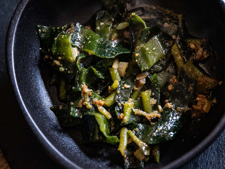 Stipes de kombu et de wakame au curry.