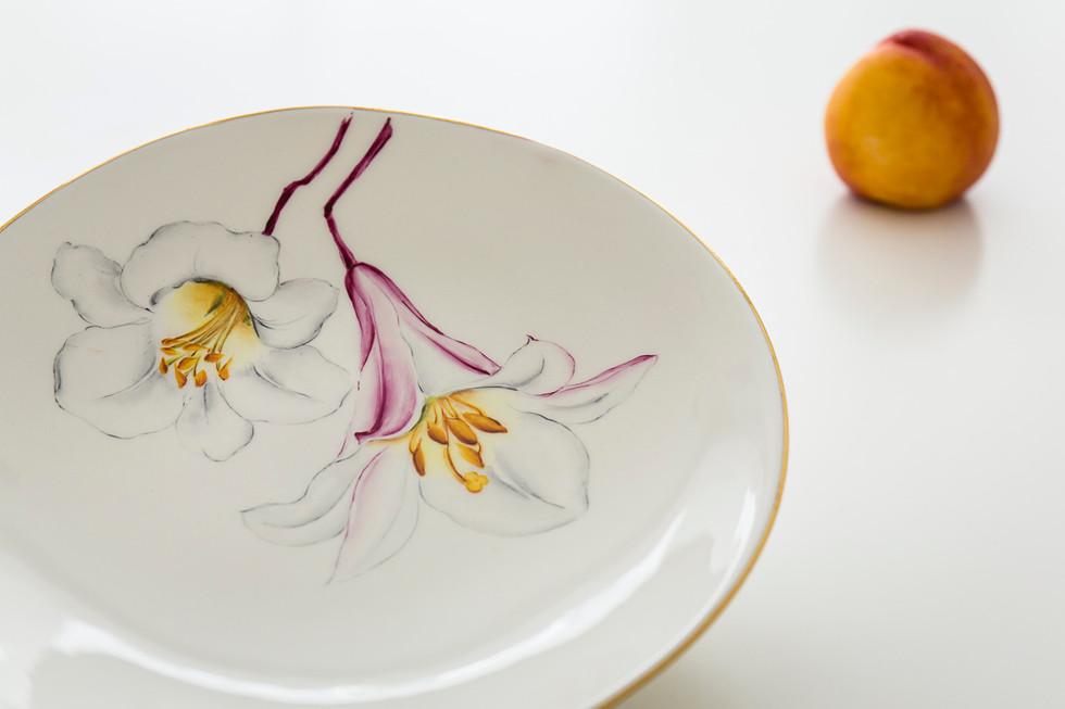 Lillies dinner plate