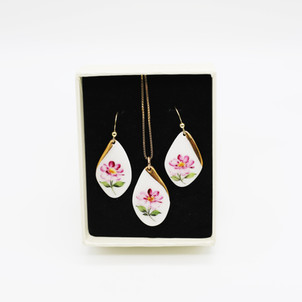 Erika Albrecht Ceramics handpainted Pink Champion porcelain jewellery set.JPG