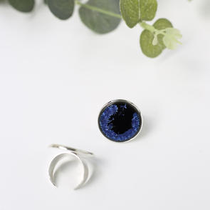 erika-albrecht-ceramics-black-iceblue-statementring.JPG