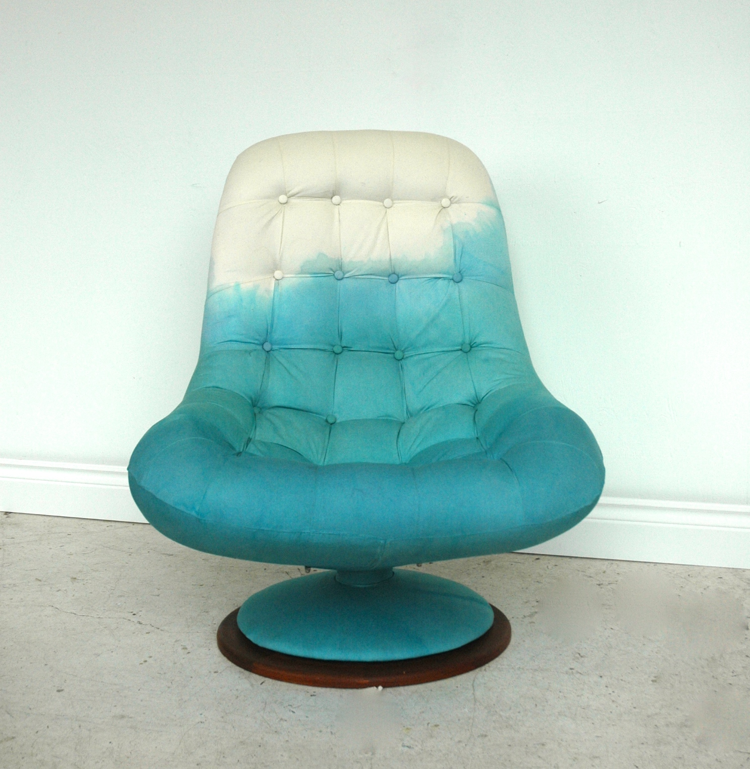 DIPDYED EGG CHAIR