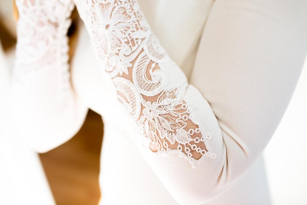 lace sleeves on wedding dress