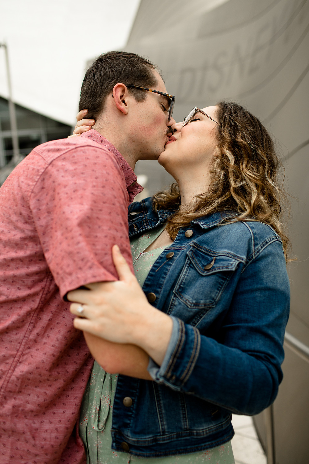 couple kissing at the walt disney concert hall