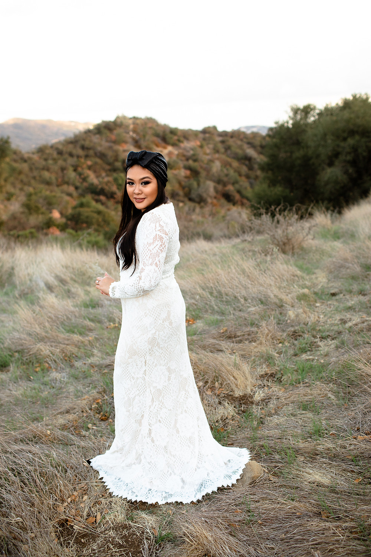 jewish bride smiling at the camera in topanga canyon
