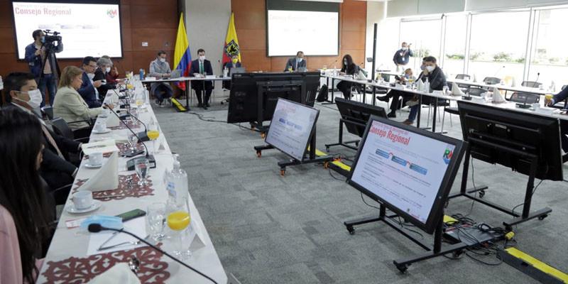 Mesa de Trabajo en la que participaron autoridades nacionales, departamentales, distritales, senadores de la República, y representantes a la Cámara por Cundinamarca y Bogotá