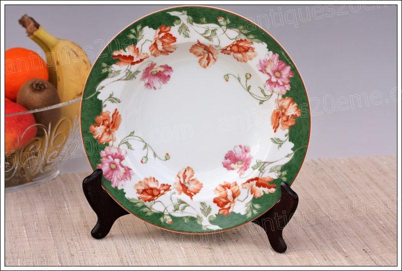 Assiette creuse en porcelaine de Limoges Bernardaud, Limoges Bernardaud porcelain deep plate