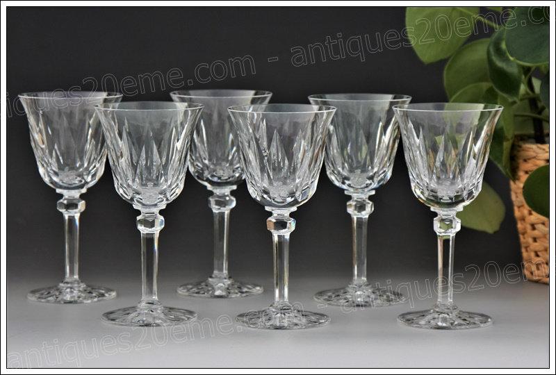 Verres à vin en cristal du service St Louis Provence, St Louis crystal wine glasses