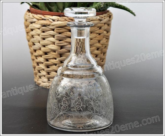 Carafon à liqueur carafe en cristal de Baccarat modèle Lulli, Baccarat crystal liquor cordial decanter