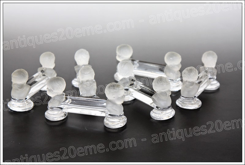 Porte-couteaux en cristal du service Baccarat modèle Enfants Boudeurs, Baccarat crystal knife holders