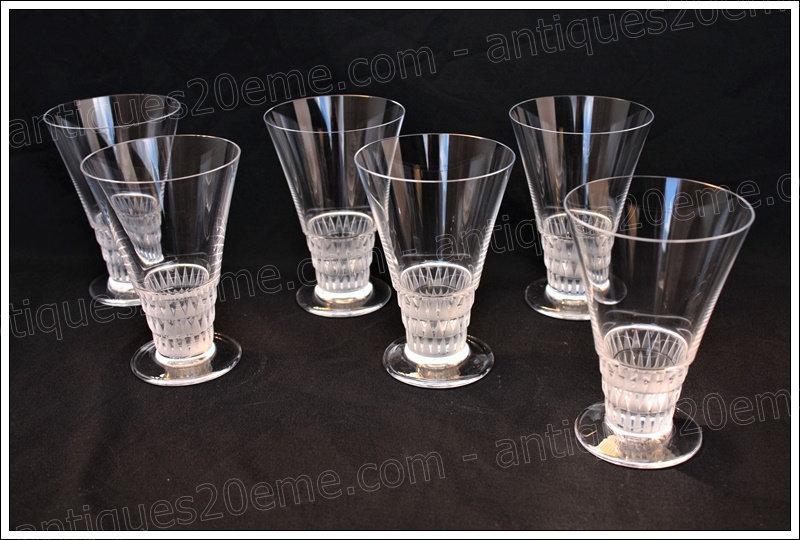 Verres à vin en cristal de Lalique modèle Bourgueil, Lalique crystal wine glasses