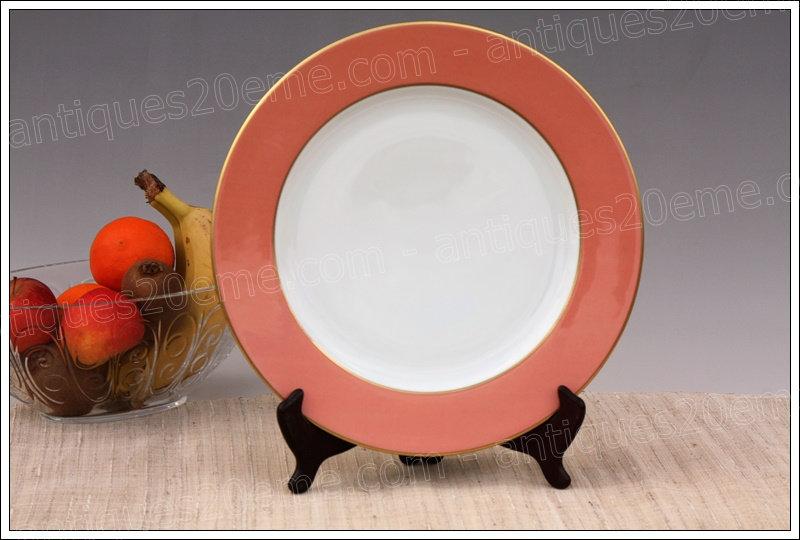Assiette de présentation en porcelaine de Limoges Bernardaud, Limoges Bernardaud porcelain presentation plate