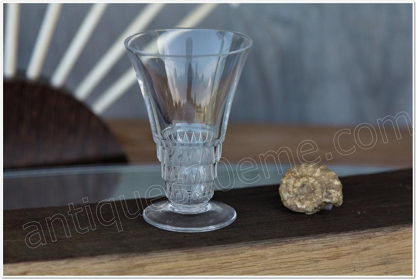 Verre à liqueur en cristal de Lalique modèle service Bourgueil, Lalique crystal liquor cordial glass