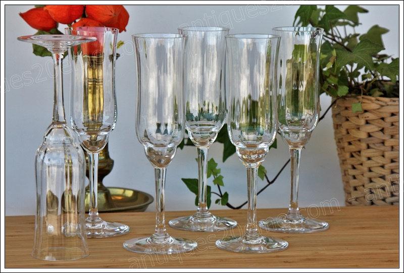 Verres flûtes à champagne du service en cristal Baccarat Capri, Baccarat crystal champagne glasses flutes