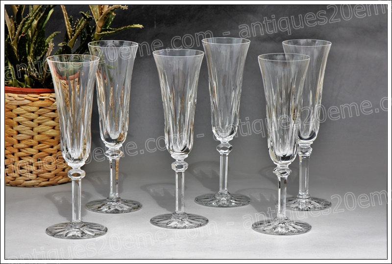 Verres flûtes à champagne en cristal du service St Louis Provence, St Louis crystal Champagne glasses flutes