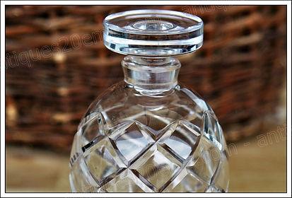 Articles de toilette flacon, boite, parfum, poudre, vaporisateur en cristal Sain-Louis, flacon, vaporisateur, boite poudre