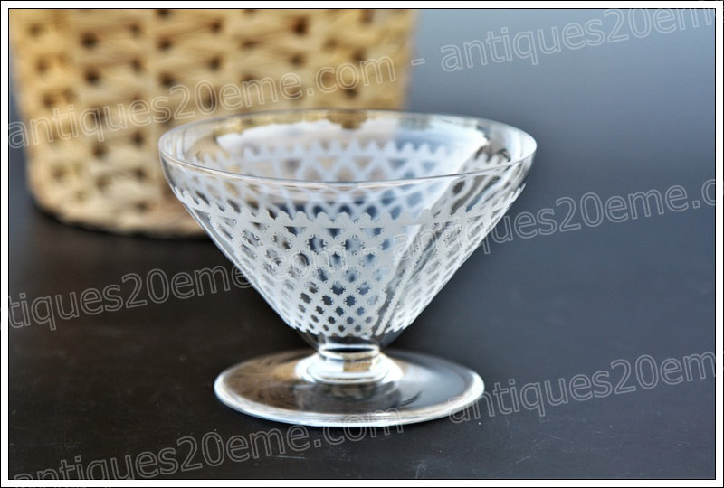 Verre coupe à champagne en cristal de Baccarat modèle service Bruxelles Alhambra, Baccarat crystal champagne glass