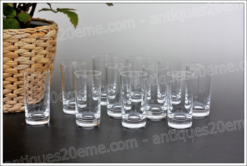 Verres gobelets shots à vodka en cristal du service Daum, Daum crystal vodka shots goblets glasses
